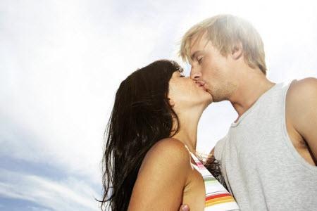 Учимся целоваться в первый раз