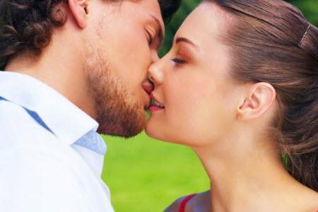 научиться целоваться с парнем