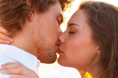 Как научиться целоваться с языком?