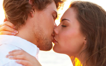 Как правильно научиться целоваться взасос