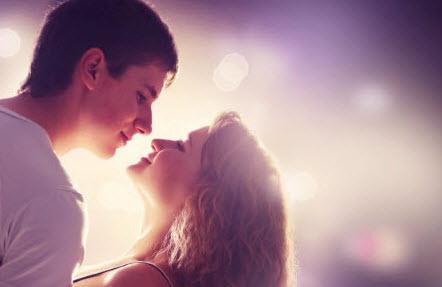 Как своим поведением намекнуть парню про поцелуй?