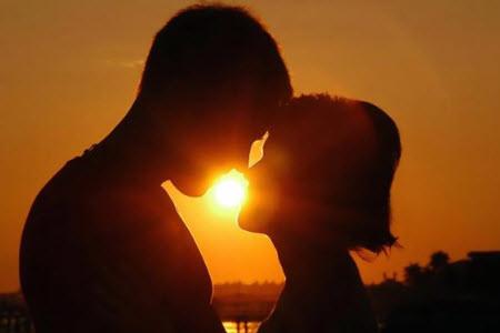 Как правильно научиться целоваться без партнёра